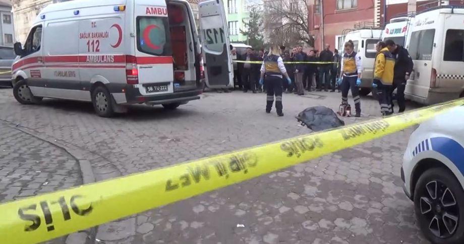 18 yaşındaki şahıs sokak ortasında dehşet saçtı