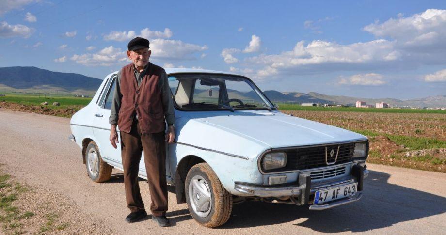 47 yıllık otomobiline gözü gibi bakıyor