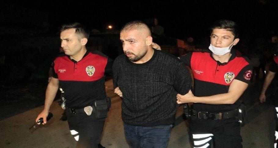 Adana'da, 'dur' ihtarına uymayıp kaza yapan ve kaçan şahıslar evlerinde yakalandı
