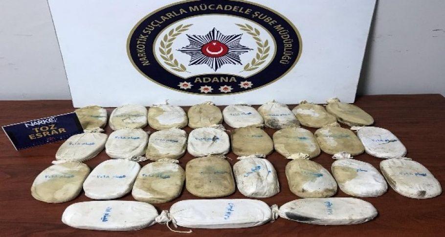 Adana'da şüphelenilen otomobilde 5 kilo 675 gram esrar ele geçirildi