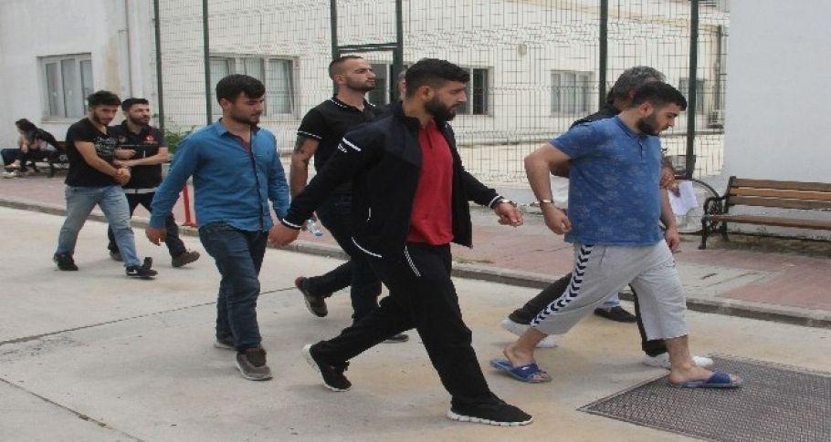 Adana'da Torbacının evinden çelik yelek çıktı