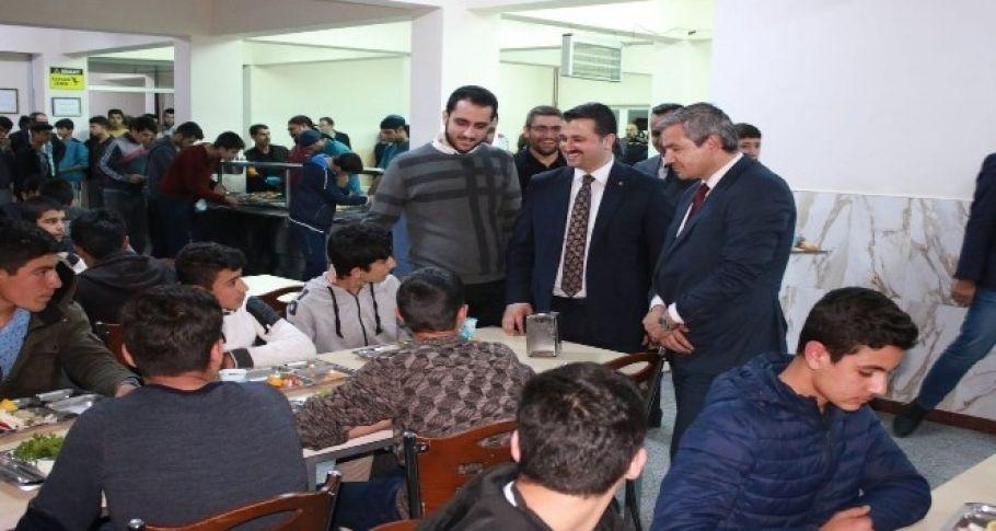 AK Parti İl Başkanı Bahattin Yıldız, okul pansiyonunu ziyaret etti