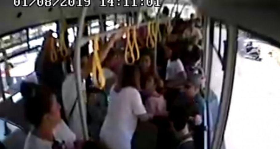 Alanya'da şoför, hamile yolcu fenalaşınca direksiyonu hastaneye kırdı