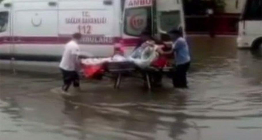 Ankara'da sel hayatı felç etti