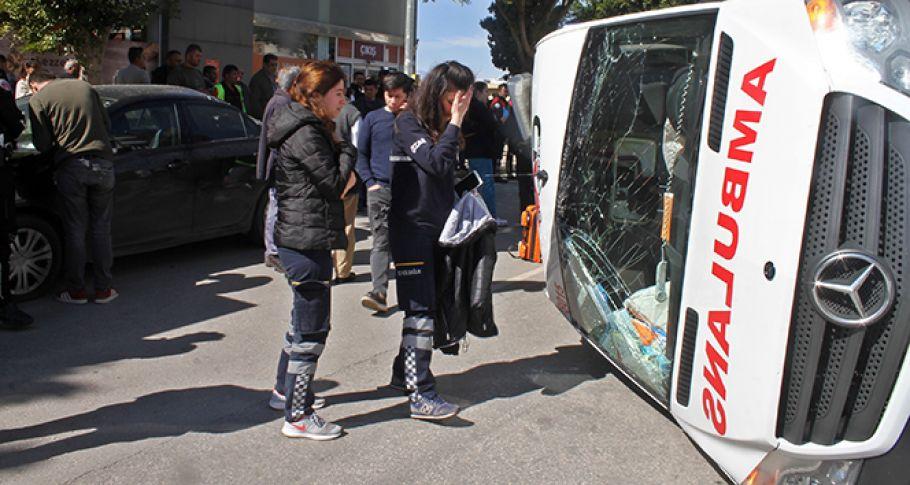 Antalya'da ambulansla otomobil çarpıştı: 1 ölü