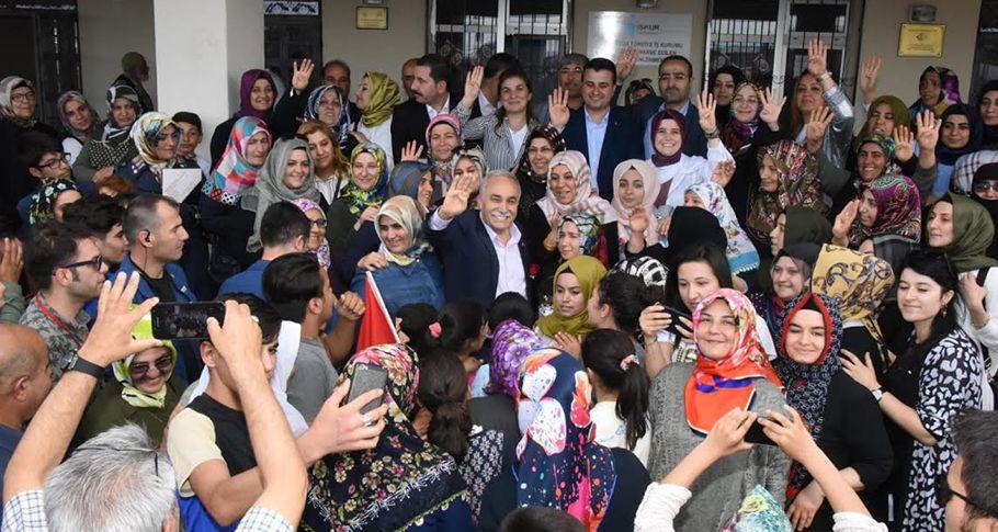 Bakan Fakıbaba Haliliye'de mahalle ziyaretlerine katıldı