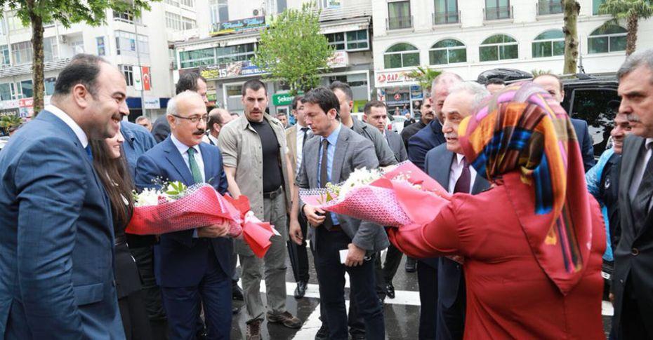 Bakan Fakıbaba ve Elvan Büyükşehir Belediyesi'ni ziyaret etti