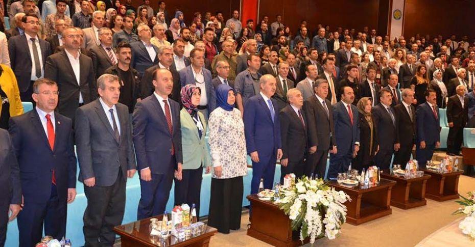 """Bakan Kurtulmuş, """"Yeni Dünyada Türkiye'nin Yeri"""" konferansa katıldı"""