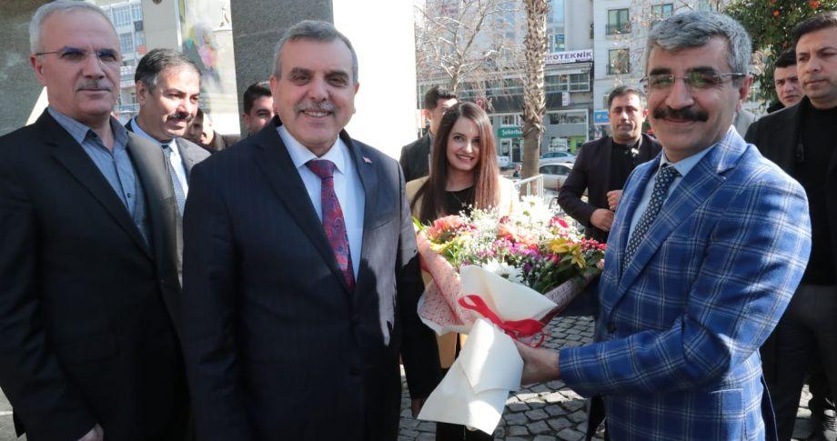 Bakan Yardımcısı Bağlı, Büyükşehir Belediyesini ziyaret etti (videolu)
