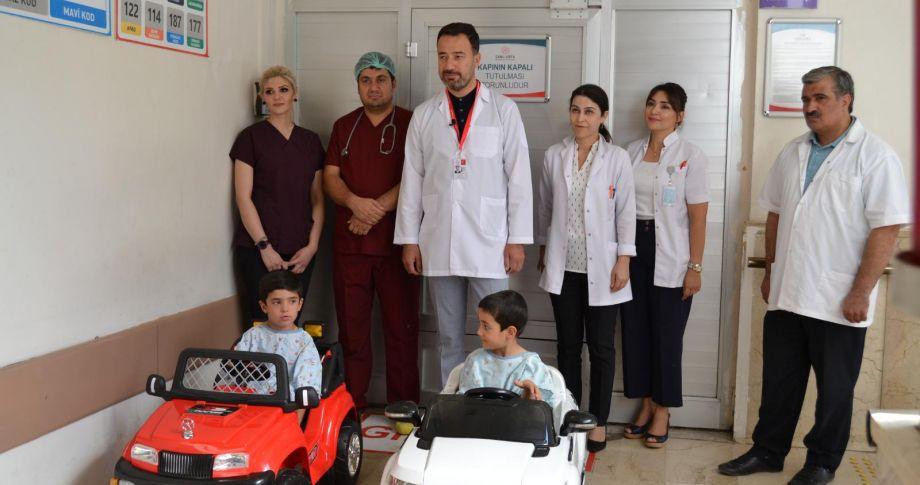 Balıklıgöl Devlet Hastanesi   Ameliyat  Korkularını Akülü Araba İle Eğlenceye Dönüştürdü.