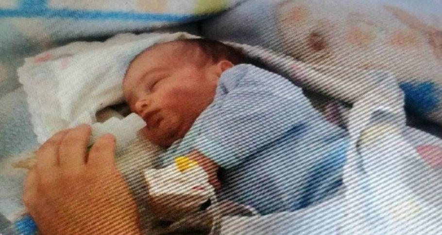 Banyoda yıkarken annesinin elinden düşen bebek hayatını kaybetti