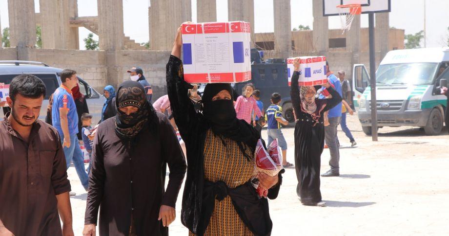 Barış Pınarında bayram öncesi insani yardım dağıtımı tamamlandı (videolu)