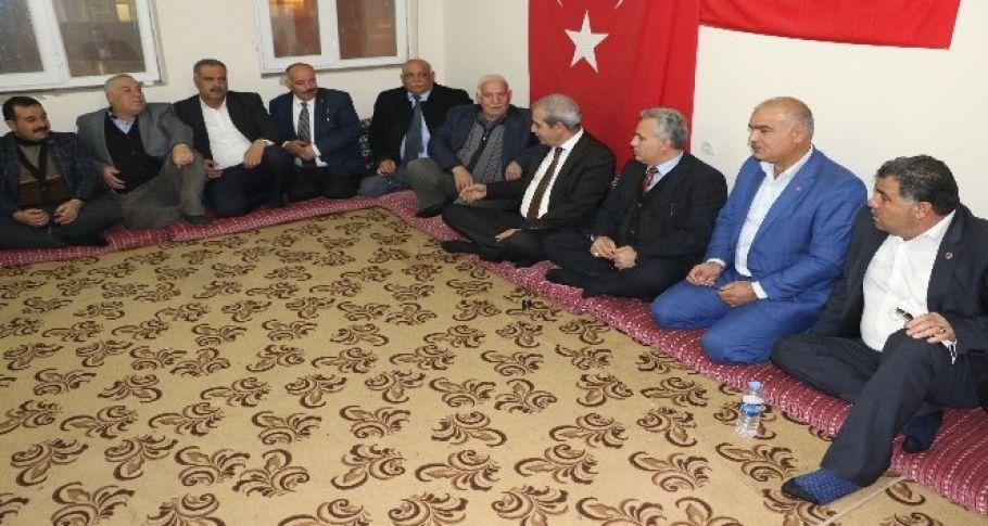 Başkan Demirkol mahalle muhtarlarıyla istişarede bulundu