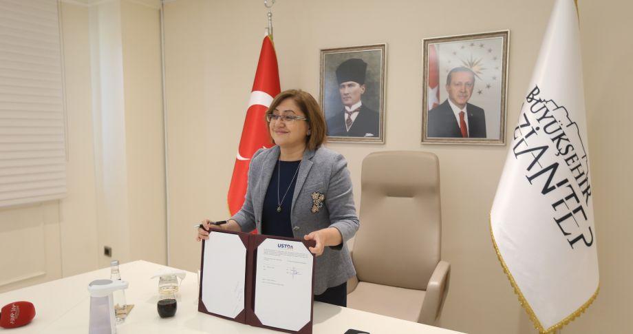 """Başkan Fatma Şahin ile USTDA direktörü arasında """"akıllı"""" protokol!"""