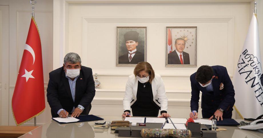 Başkan Şahin'den kuaförlere yönelik emsal protokol!