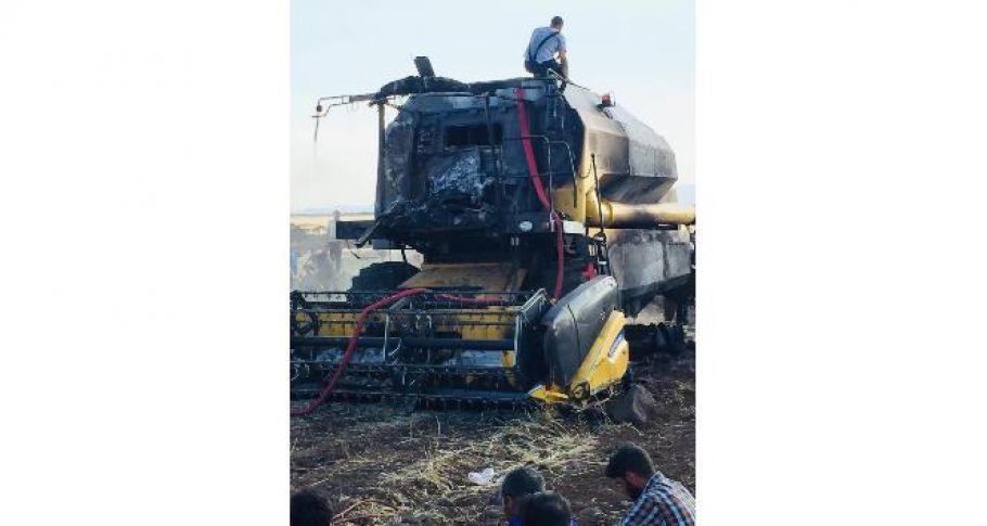 Biçerdöver alev aldı, 300 dönüm ekili arazi kül oldu