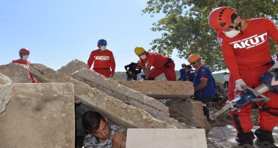Bingöl'de 310 personelle gerçeği aratmayan deprem tatbikatı