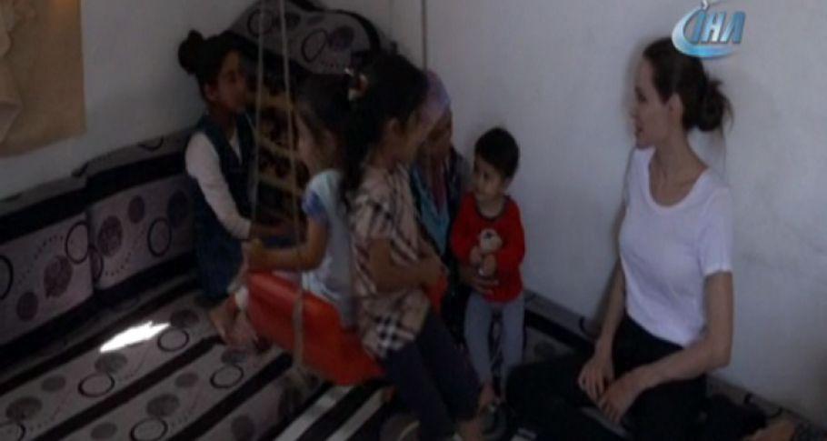 BM İyi Niyet Elçisi Jolie, Suriyeli mültecilerin yaşadığı kampı ziyaret etti