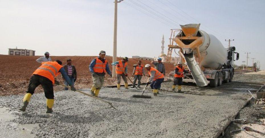 Bozova'da beton yol çalışmaları sürüyor