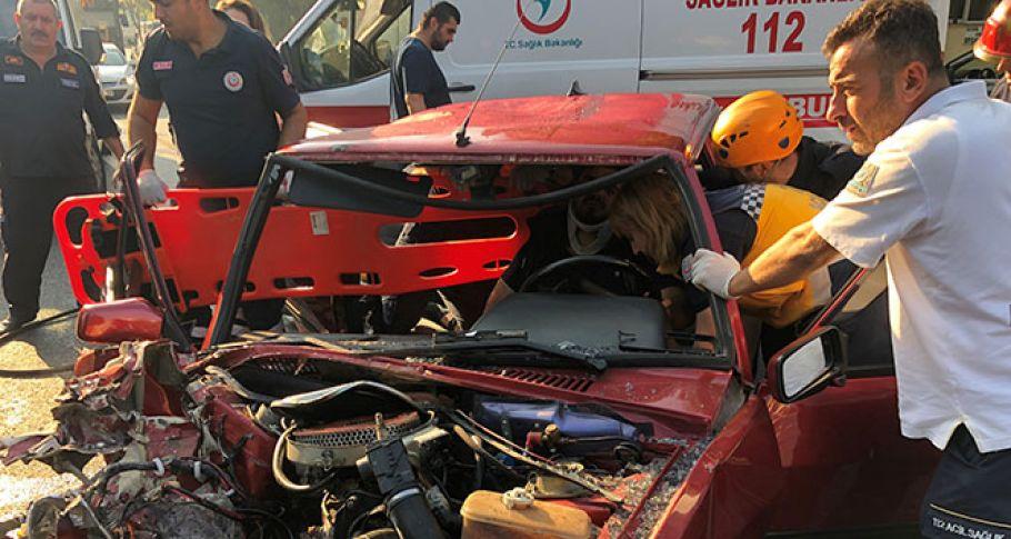 Bursa'da can pazarı, temizlikçiler yola savruldu, sürücü sıkıştı