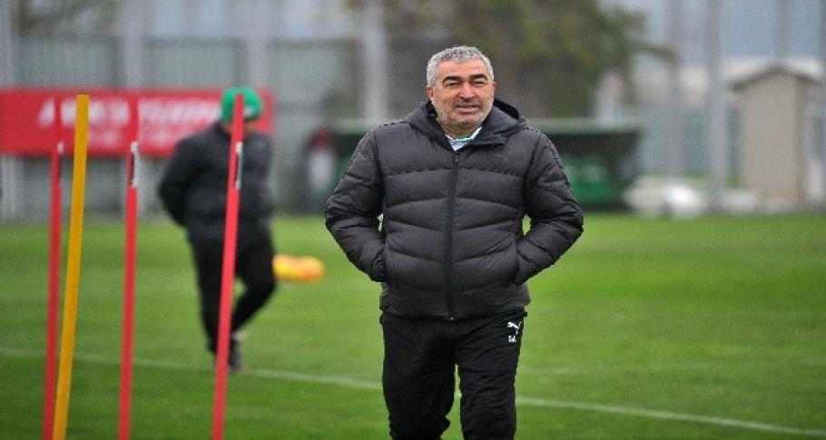 Bursaspor, Teknik Direktör Samet Aybaba ile yollarını ayırdı.