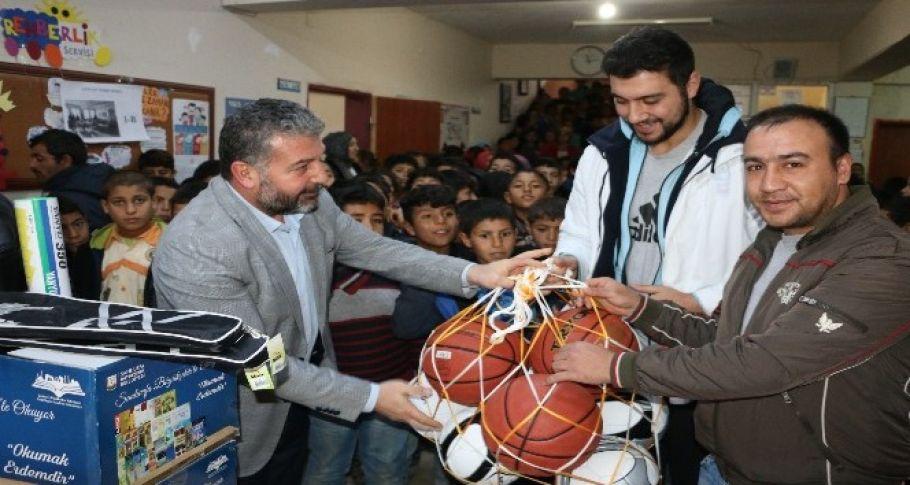 Büyükşehir Belediyesi, kırsal mahalle okulunun yardım çağrısına yetişti