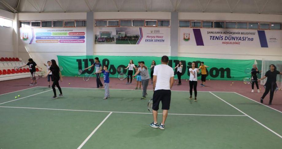 Büyükşehir Gelecegin Tenis Şampiyonlarını Yetiştiriyor