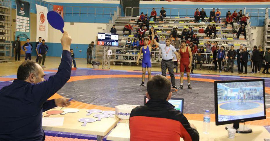 Büyükşehir Güreş Takımı final müsabakalarına katılacak
