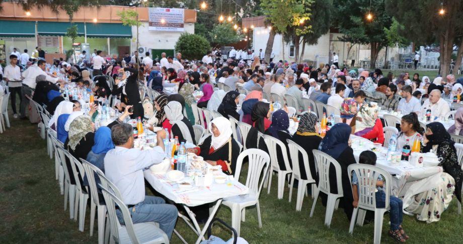 Büyükşehir, Suriyeli göçmen misafirleri kardeşlik sofrasında buluşturdu (Videolu)