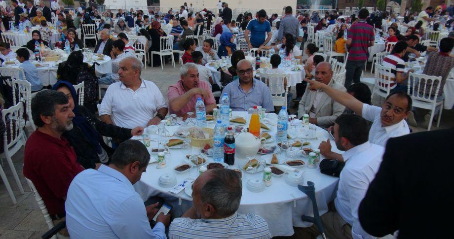 Büyükşehir'den engelli vatandaşlar ve ailelerine yönelik iftar programı (videolu)