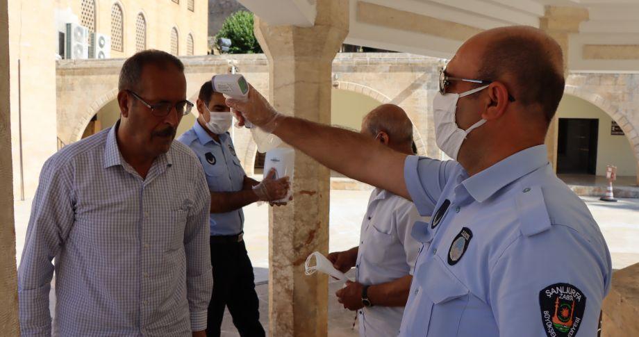 Büyükşehirden vatandaşlara ücretsiz maske(videolu)