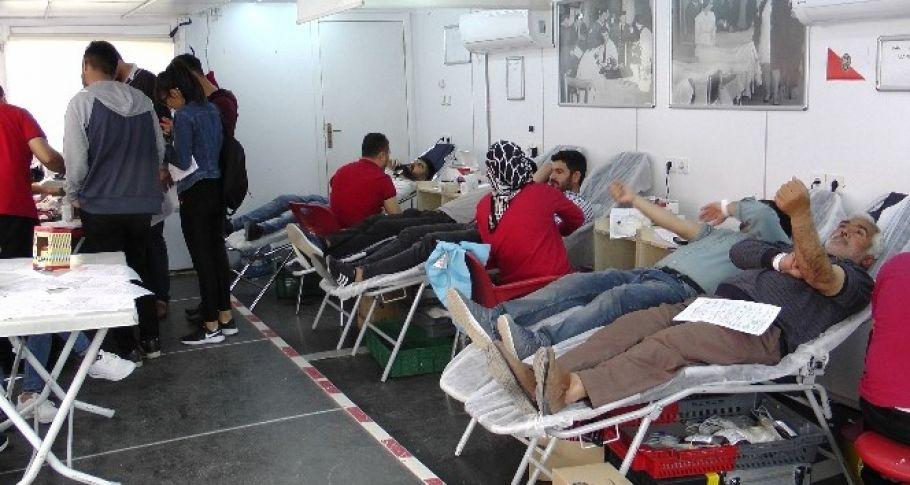 Ceylanpınar ilçesinde, Kızılay tarafından başlatılan kampanyaya duyarsız kalmayan vatandaşlar,bağışta bulundular