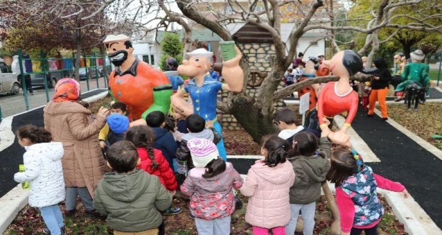 Çocuklar oyuncak müzesinde doyasıya eğleniyor