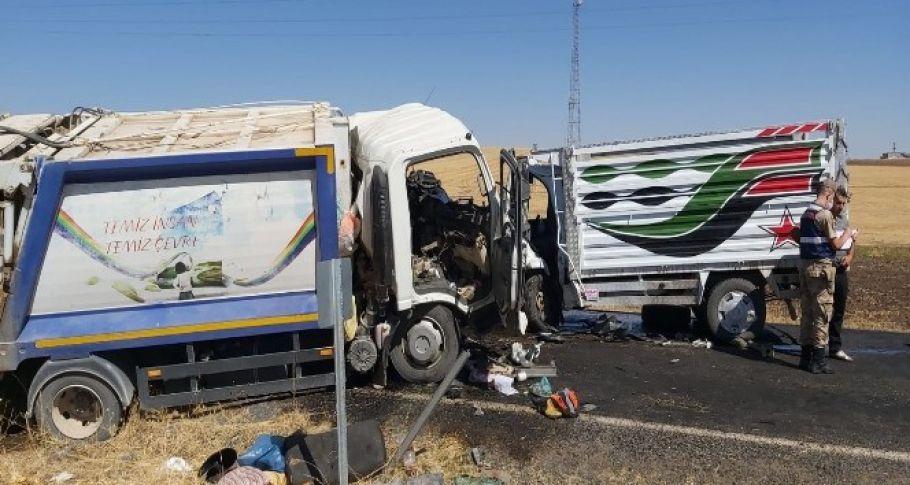 Çöp kamyonu ile kamyonet çarpıştı,ölü ve yaralılar var