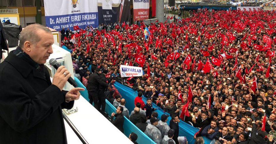Cumhurbaşkanı Erdoğan'nın mitinginde 'yanık kokusu' paniği