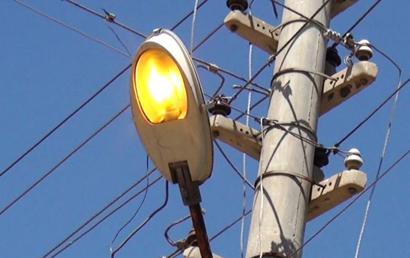 DEDAŞ gündüz vakti sokak ışıklarını yaktı!