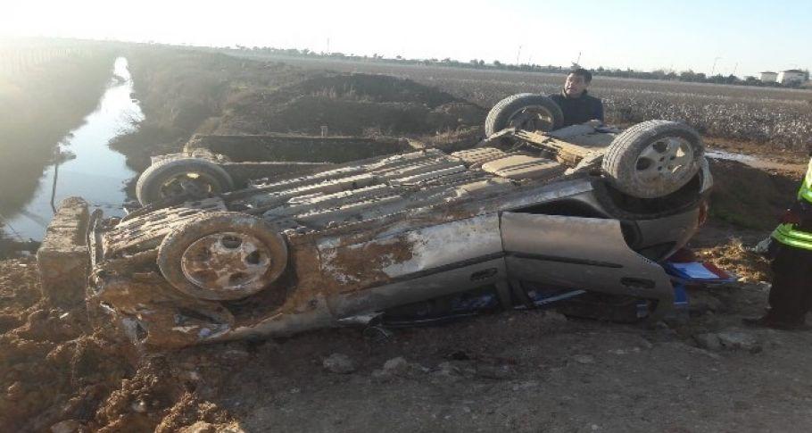 Devrilen otomobilde sıkışan sürücü kurtarıldı
