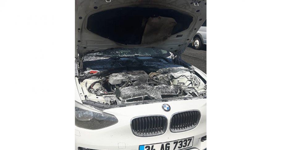 Diyarbakır'da seyir halindeki lüks otomobil yandı