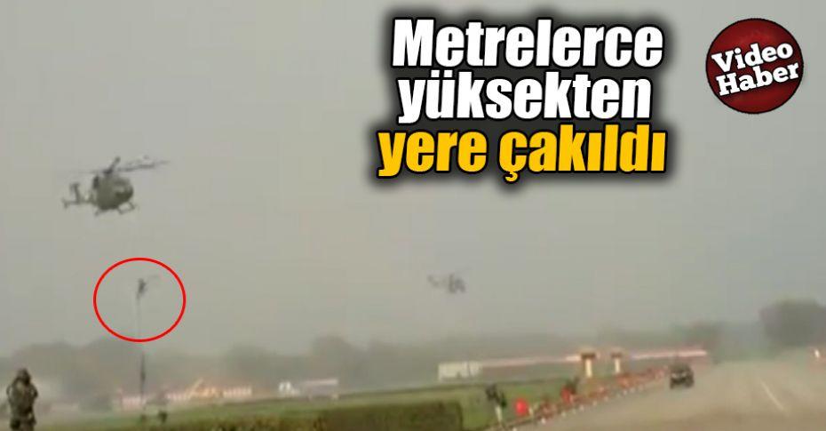 Eğitimdeyken helikopterden böyle düştüler!