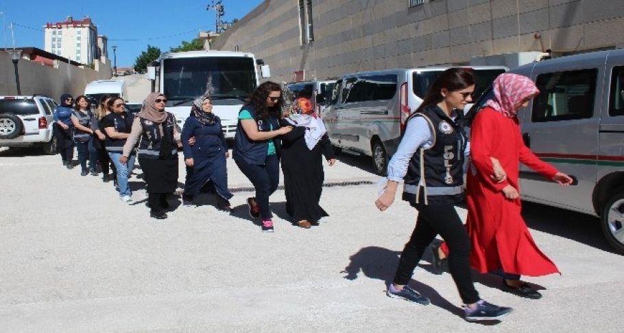 Elazığ'da FETÖ'nün kadın yapılanmasına yönelik operasyonda 5 tutuklama