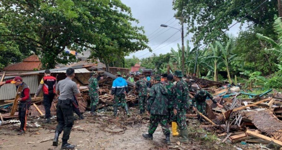 Endonezya'da Tsunami: 222 Ölü