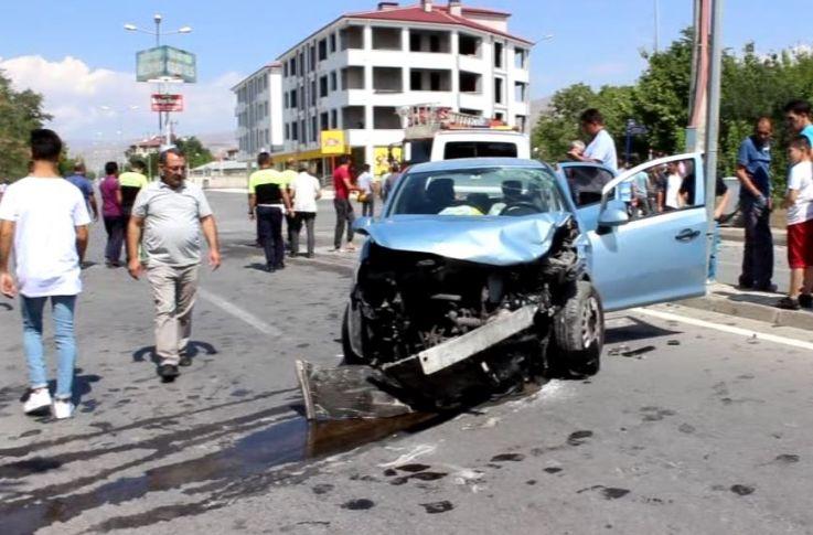 Erzincan'da Feci Kaza ! 5 Yaralı