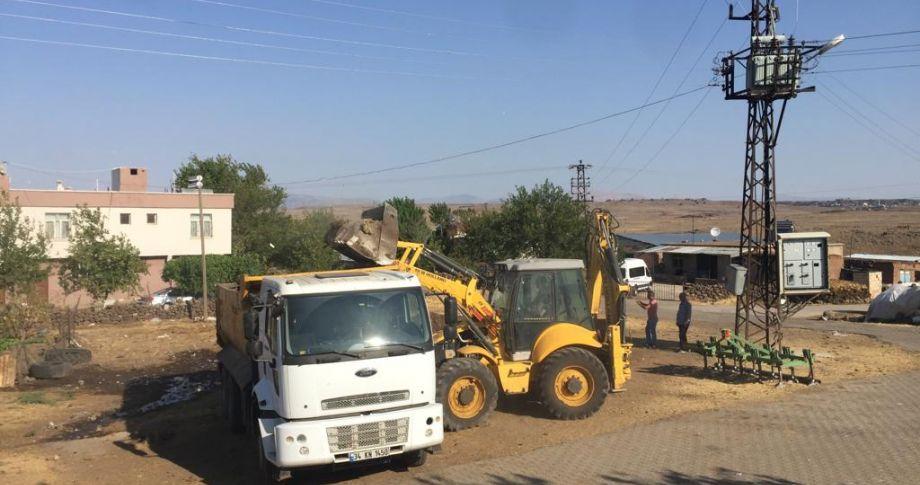 Eskihan'dan 20 kamyon çöp yığını alındı
