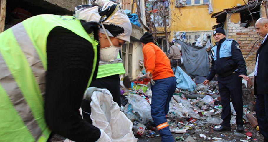 Evden 20 tona yakın çöp çıktı