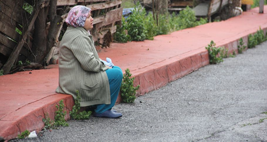 Evi Yanan Kadının Gözyaşları