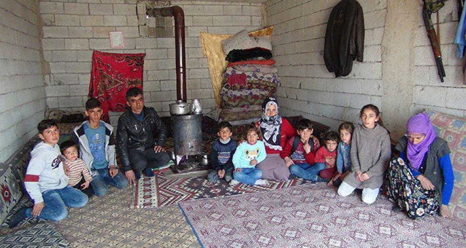 Evsiz kalan 11 nüfuslu aile yardım bekliyor