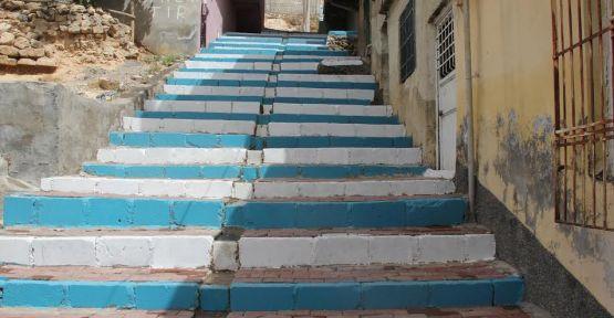 Eyyübiye'de basamaklar rengarek oluyor