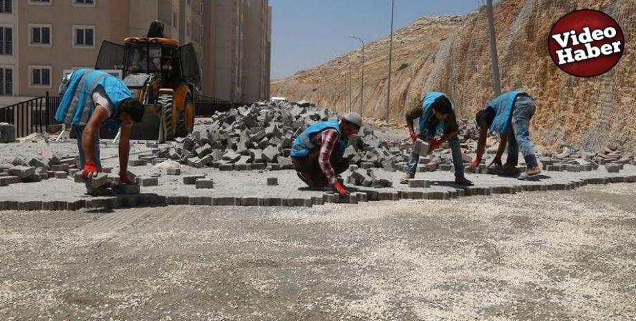 Eyyübiye'de kilitli parke taşı döşeme çalışması