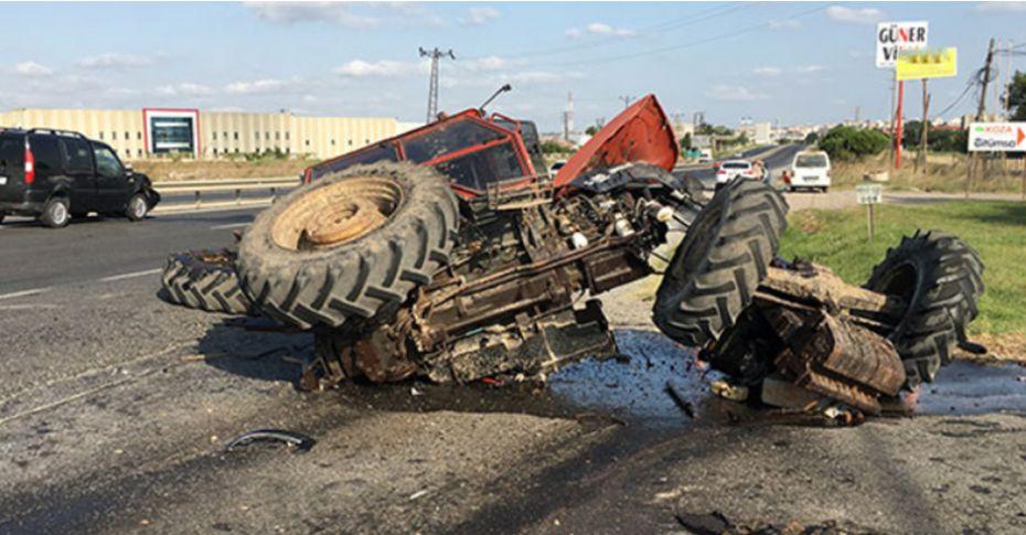 Feci kazada traktör ikiye ayrıldı!