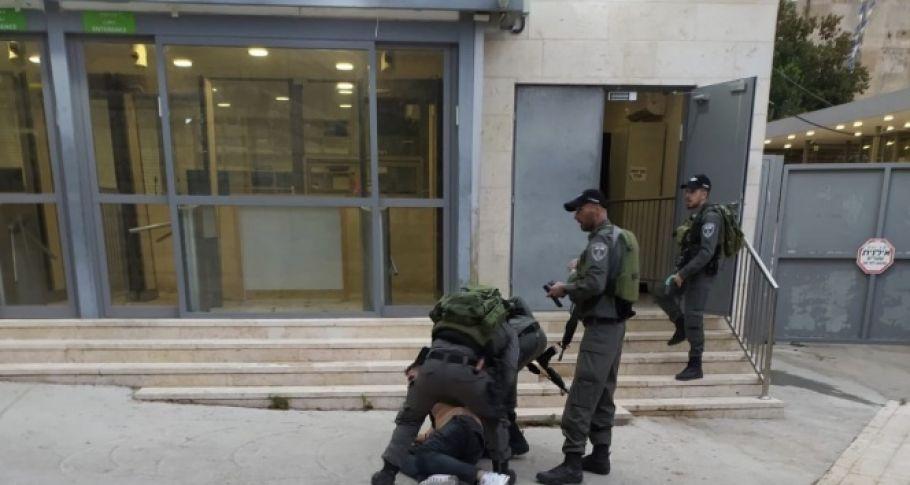 Filistinliler, İsrail baskısı altında bayram namazını kıldı